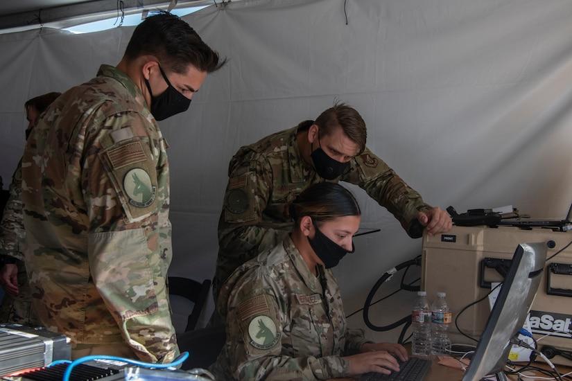 Airmen monitor computers.