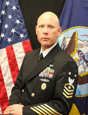 Official Portrait of Master Chief Petty Officer Ryan W. Murray.