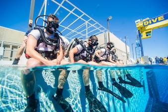 140213-N-CG436-031 PANAMA CITY, Fla. (Feb. 13, 2014) Students at Naval Diving and Salvage Training Center (NDSTC) conduct training operations in the center's 40-foot-deep Aquatic Training Facility. NDSTC, the largest diving facility in the world, trains more than 1,200 military divers from every branch of service each year. (U.S. Navy photo by Mass Communication Specialist 2nd Class Michael Scichilone)