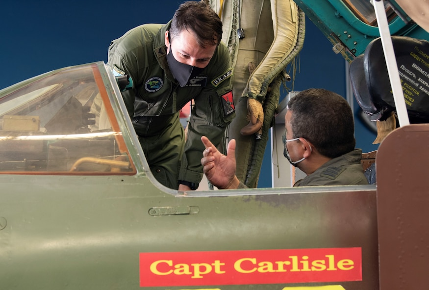 FLOs discuss aircraft mechanics
