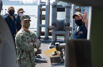 Master Chief Petty Officer of the Navy (MCPON) Russell Smith visits USS Devastator (MCM 6).