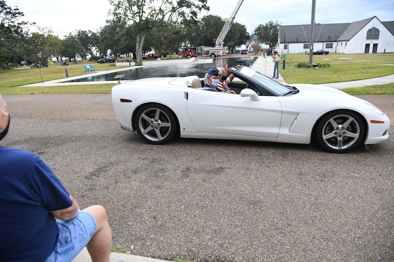 U.S. Air Force Col. James Kafer, 81st Training Wing vice commander, participates in the Gulf Coast Veteran's Day Roll-Thru and Wave Parade outside the Armed Forces Retirement Home at Gulfport, Mississippi, Nov. 7, 2020. Keesler Air Force Base leadership participated in the parade in support of all veterans past and present. (U.S. Air Force photo by Kemberly Groue)