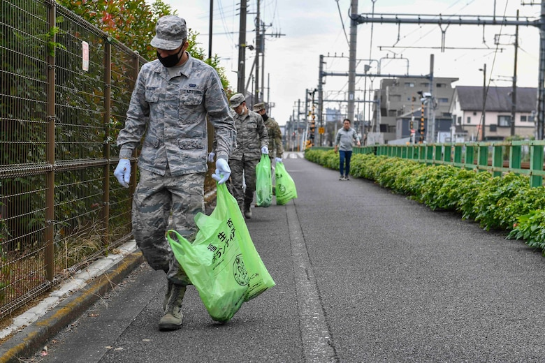 Yokota Airmen help clean local community