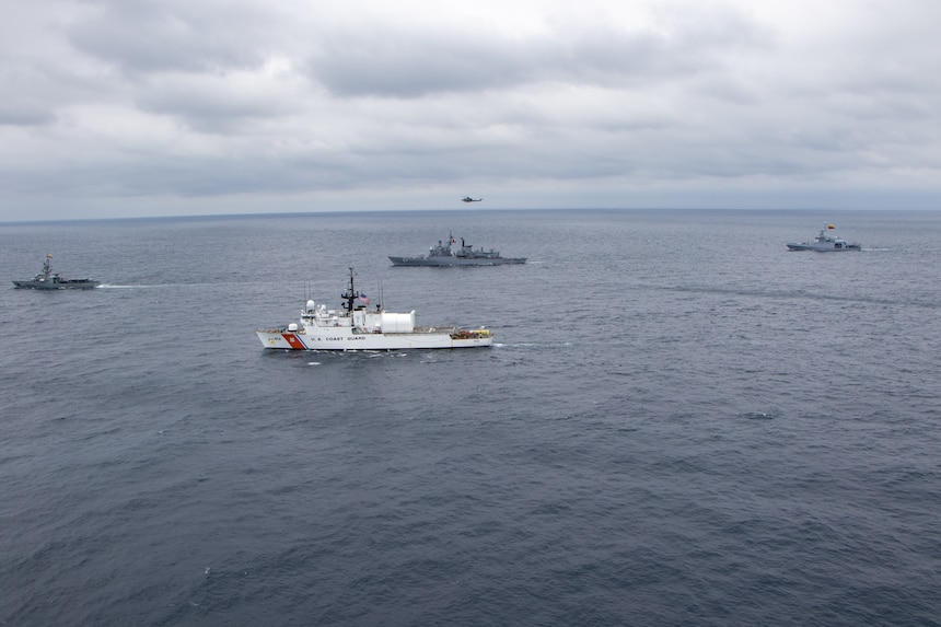 Naval ships from Ecuador, Chile, Colombia, Peru and the U.S. conduct naval formations during a training exercise for UNITAS LXI off the coast of Ecuador, Nov. 7, 2020.  xa