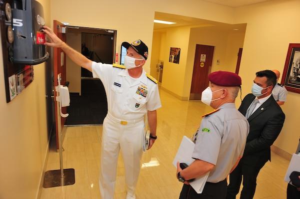 Ecuadorian Army Lt. Gen. Luis Lara Jaramillo, Chief of the Ecuadorian Armed Forces' Joint Staff, talks with  U.S. Navy Adm. Craig Faller, the commander of U.S. Southern Command.