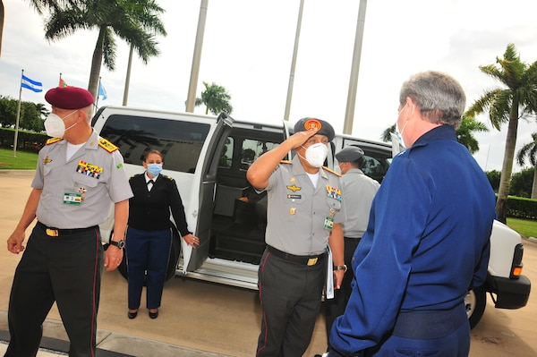 Ecuadorian Army Lt. Gen. Luis Lara Jaramillo, Chief of the Ecuadorian Armed Forces' Joint Staff, arrives at the headquarters of U.S. Southern Command.