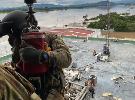 A U.S. HH-60 Black Hawk helicopter assigned to the 1-228th Aviation Regiment, Joint Task Force-Bravo rescued victims of Hurricane Eta stranded in floodwaters following the effects of Hurricane Eta in Honduras, Nov. 5, 2020.