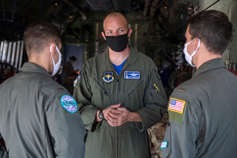 A pilot speaks with student pilots about the C-130.