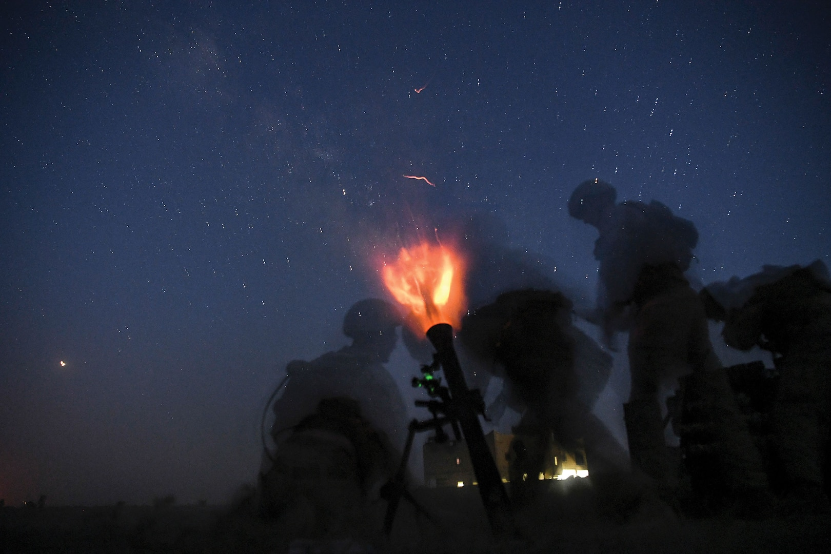 Marines fire 81mm mortar during training in support of Operation Inherent Resolve in Hajin, Syria