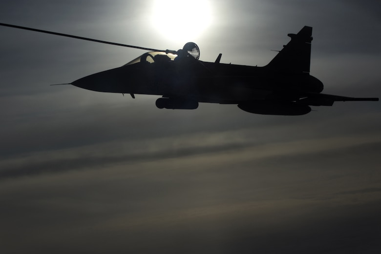 JAS 39 Gripen inflight refueling