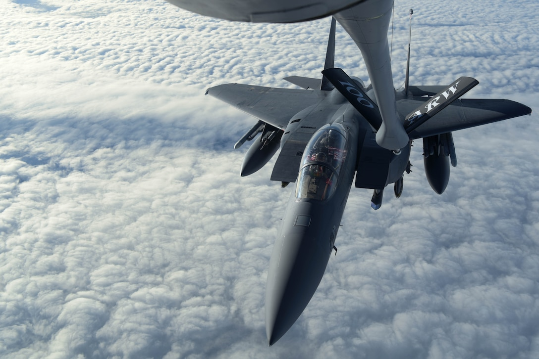 F-15 Strike Eagle inflight refueling
