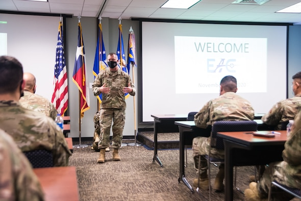 Chief talks with 136AW Airmen