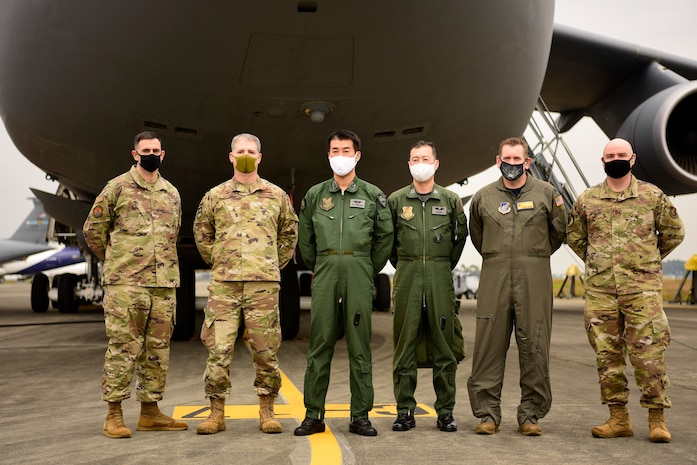 Yokota Airmen train on 515th AMOW C-5M Super Galaxy