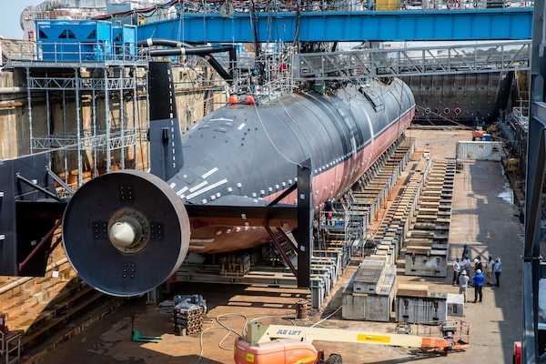 Temporary Services (Code 990) working on the dry dock build for the USS Pasadena (SSN 752) while USS San Francisco (SSN 711) is still in dock.
