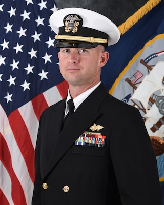 201124-N-N0443-1100 PENSACOLA, Fla. (Nov. 24, 2020) Official photo of Lt. Matthew D. McGill. (U.S. Navy photo)