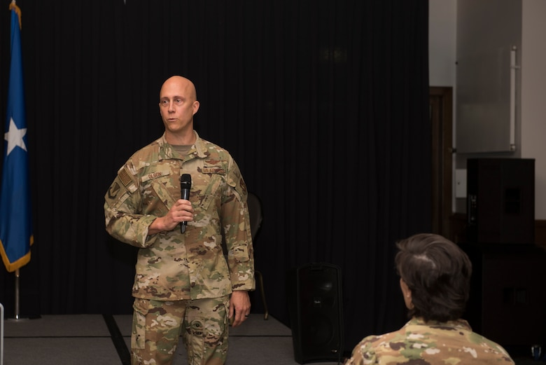 86th AW commander speaks to Airmen.