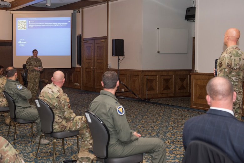 86th AW commander speaks to an Airman.