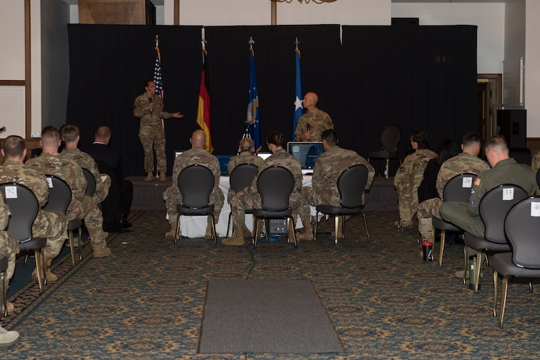 86th AW command chief speaks to Airmen.