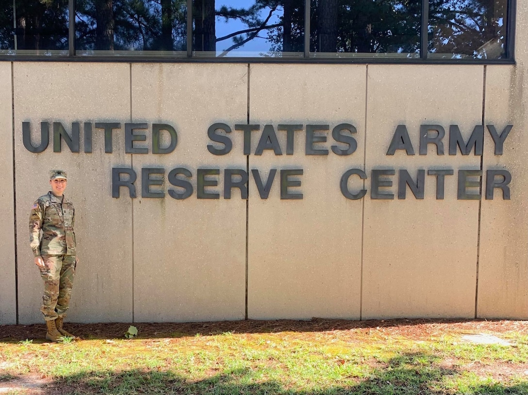 U.S. Army Reserve activates first field feeding company