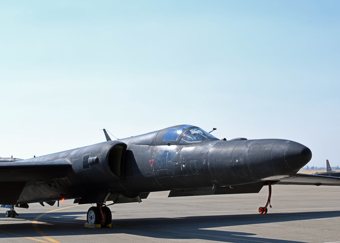 U-2 Dragon Lady taxing