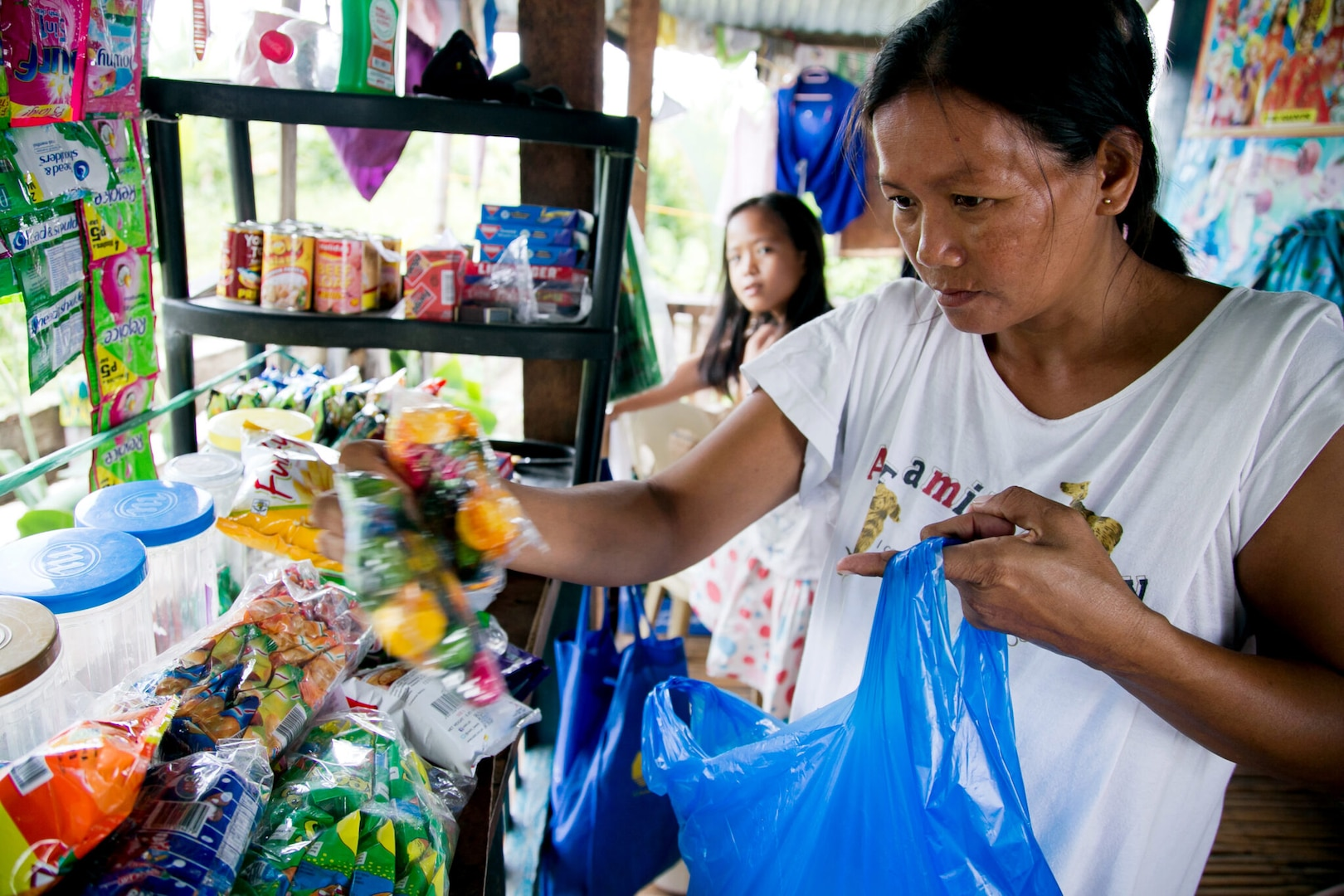 U.S. Government Provides Food Assistance for Conflict-Affected Families in Mindanao