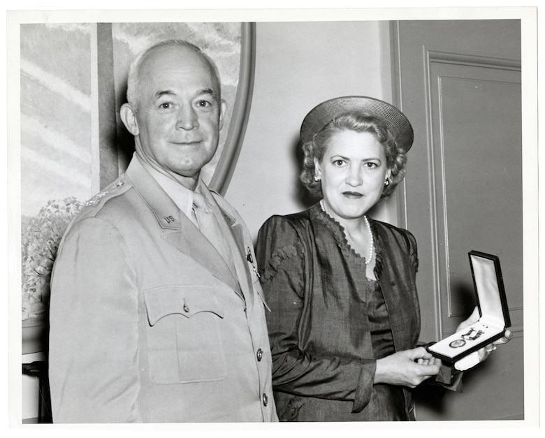 Picture of General Henry Arnold and Jacqueline Cochran after presenting her the Distinguished Service Medal.