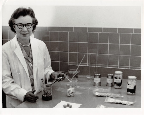 Picture of Beatrice Finkelstein in a lab.