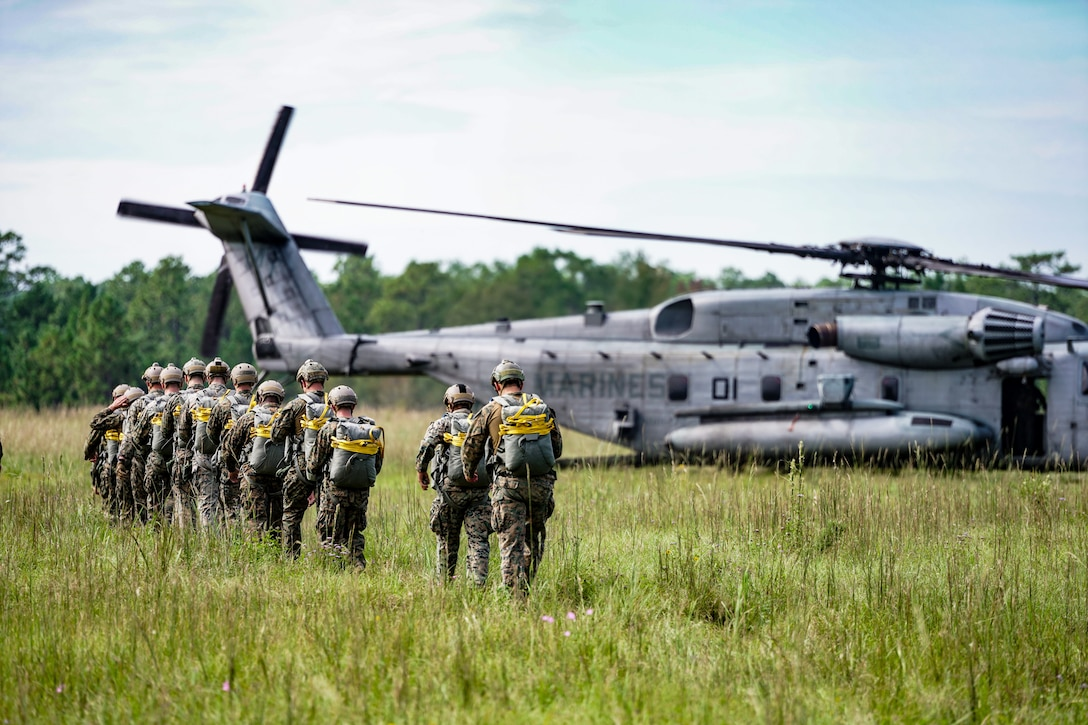 3rd Force Recon conducts airborne operations
