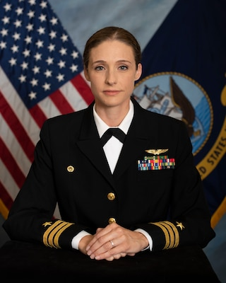 Official portrait of Cmdr. Lindsay Carter.