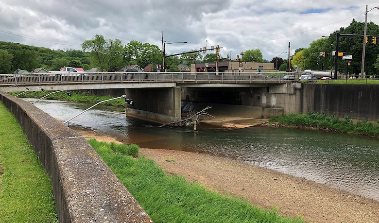 The U.S. Army Corps of Engineers Pittsburgh District has awarded a more than $1.4 million contract to remove sediment and repair a concrete structure within Mahoning Creek in Punxsutawney, Jefferson County, Pennsylvania.