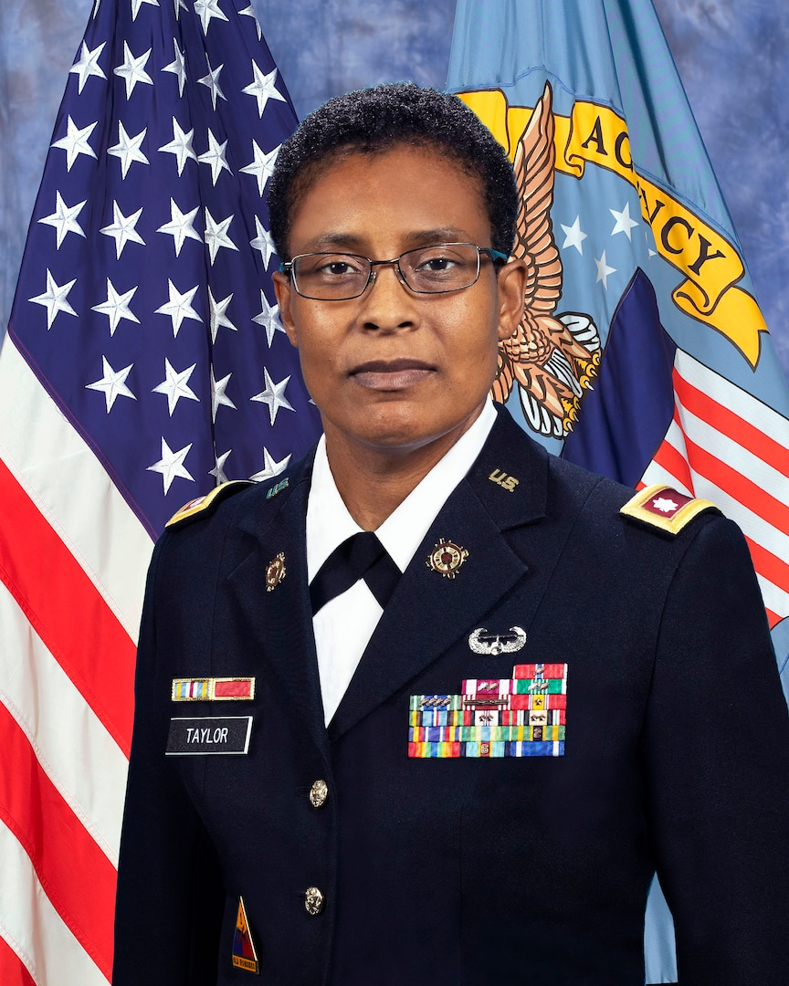 Army Lt. Col. Franyate Taylor official photo in front of DLA and USA flag
