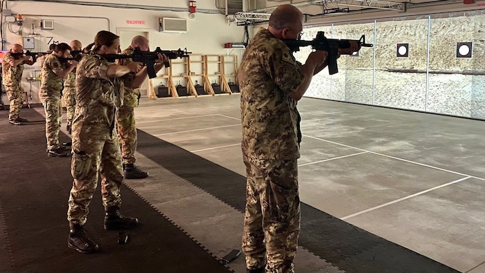 Elite Italian army units train on Army virtual trainers in Vicenza