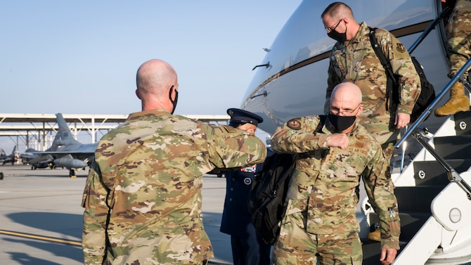 Maj. Gen. Christopher Azzano, Air Force Test Center commander, greets Gen. Arnold W. Bunch, Jr., commander of Air Force Materiel Command, as he arrives at Edwards Air Force Base, California, Oct. 23. (Air Force photo by Giancarlo Casem)