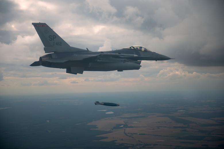 A U.S. F-16 Fighting Falcon assigned to the 480th Expeditionary Fighter Squadron drops an inert guided bombing unit, variation 38, (GBU-38) over the D-37 Range in Nadarzyce, Poland, 24 August 2020. During Aviation Detachment Rotation 20-4 pilots have been able to increase their war-fighting capabilities as well as train alongside their Polish partners and strengthen joint readiness. (U.S. Air Force photo by Senior Airman Chanceler Nardone)