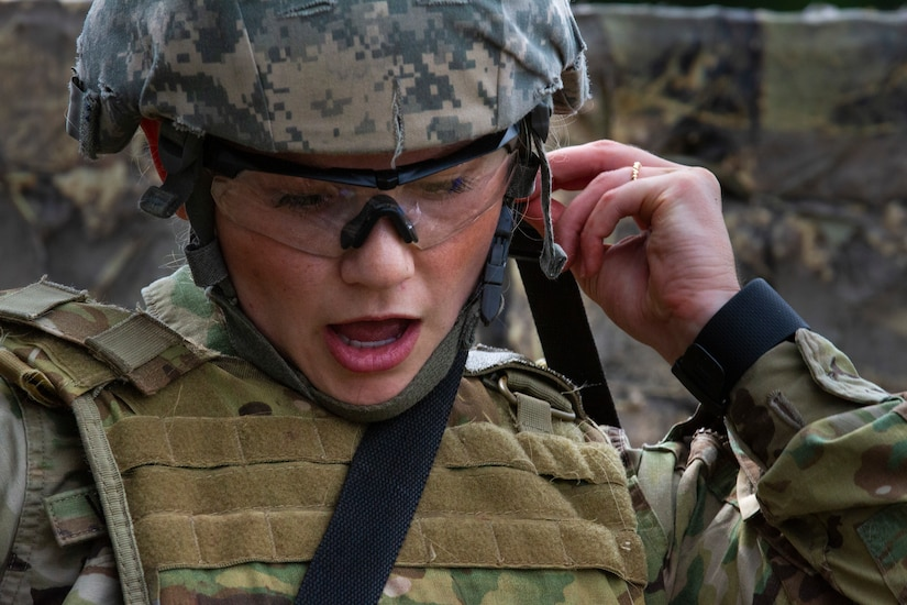 Army Reserve psychological operations specialist with 13th Psychological Operations Battalion calls out medical information to her partner during combat lifesaver course at Fort McCoy, Wisconsin, July 18, 2019 (U.S. Army Reserve/David Graves)