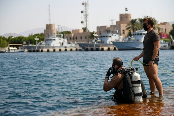 Explosive Ordnance Disposal Technician 1st Class Charles Hughes, right, and Explosive Ordnance Disposal Technician 2nd Class Brendan Owen, both assigned to Commander, Task Force 56, conduct anti-terrorism force protection (ATFP) dive training with the Royal Jordanian Navy during Exercise Infinite Defender 2020 (ID 20), at the Royal Jordanian Naval Base in Aqaba, Jordan.