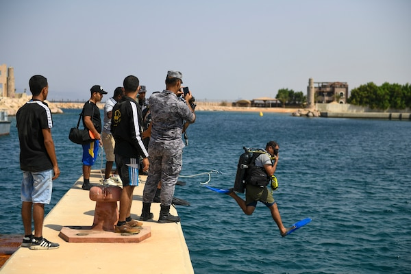 A Royal Jordanian Navy diver enters the water during anti-terrorism force protection (ATFP) dive training with U.S. Navy explosive ordnance disposal technicians, assigned to Commander, Task Force 56, during Exercise Infinite Defender 2020 (ID 20) at the Royal Jordanian Naval Base in Aqaba, Jordan.