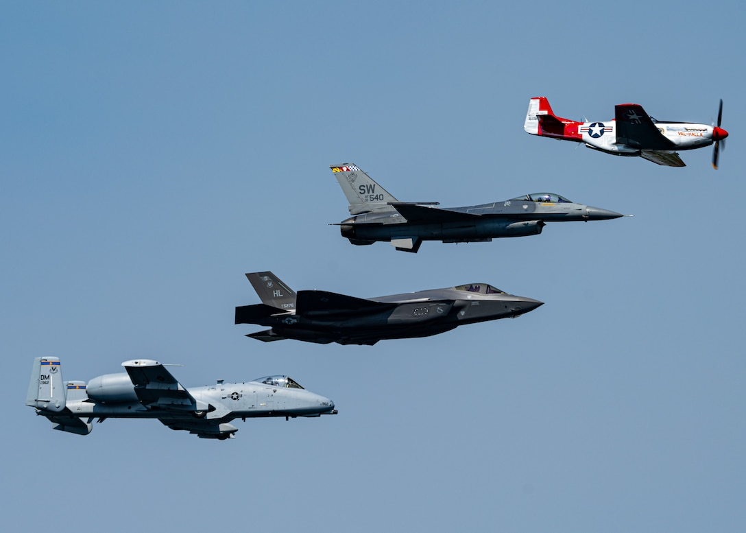 F-35 Demo Team Flies for the 2020 Tri-City Airshow