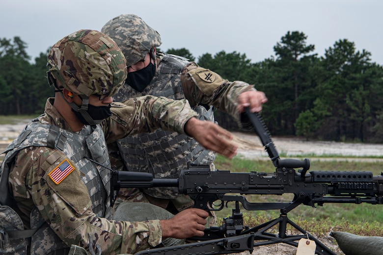 Photo of soldier clearing an M240.