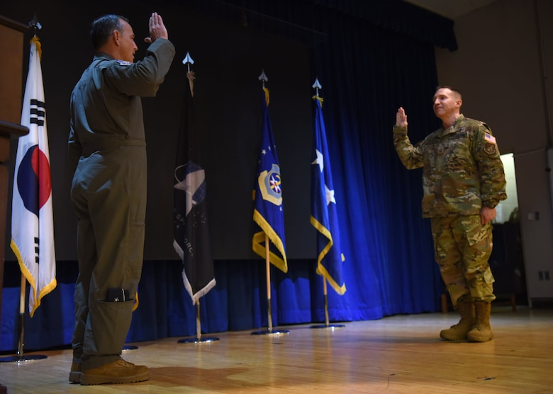 Lieutenant Gen. Scott Pleus, 7th Air Force commander, swears in a master sergeant assigned to the 18th Intelligence Squadron, Detachment 2, during a U.S. Space Force transition ceremony on Osan Air Base, Republic of Korea, Sept. 14, 2020. The ceremony offers a traditional military recognition of commitment to join the ranks of the U.S. Space Force as Space Operators. (U.S. Air Force photo by Senior Airman Denise Jenson)