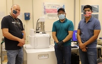Jack Worthington Jr, Dorian Lucero, Jonathan Ramirez in front of scanning electron machine