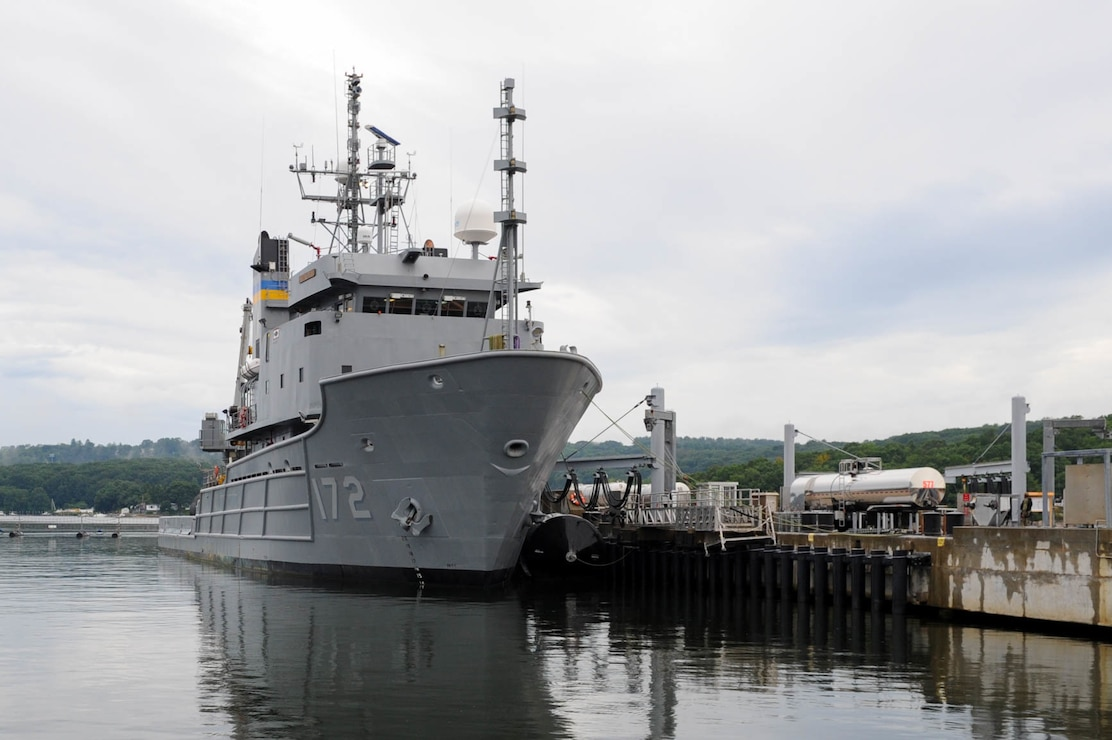 USNS Apache (T-ATF 172) enters the pier at Naval Submarine Base (SUBASE) New London.