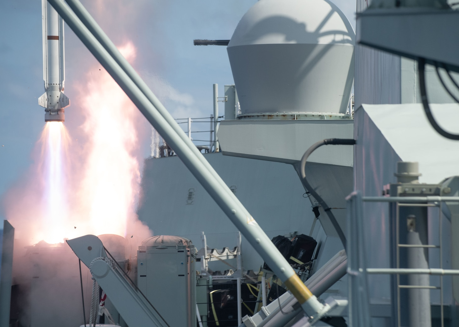 Her Majesty's Canadian Ship (HMCS) Winnipeg fires a missile at a practice target off the coast of the Hawaiian Islands during Exercise Rim of the Pacific (RIMPAC).