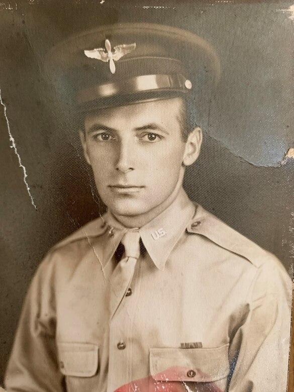 Portrait photo of Lieutenant Charles Dever