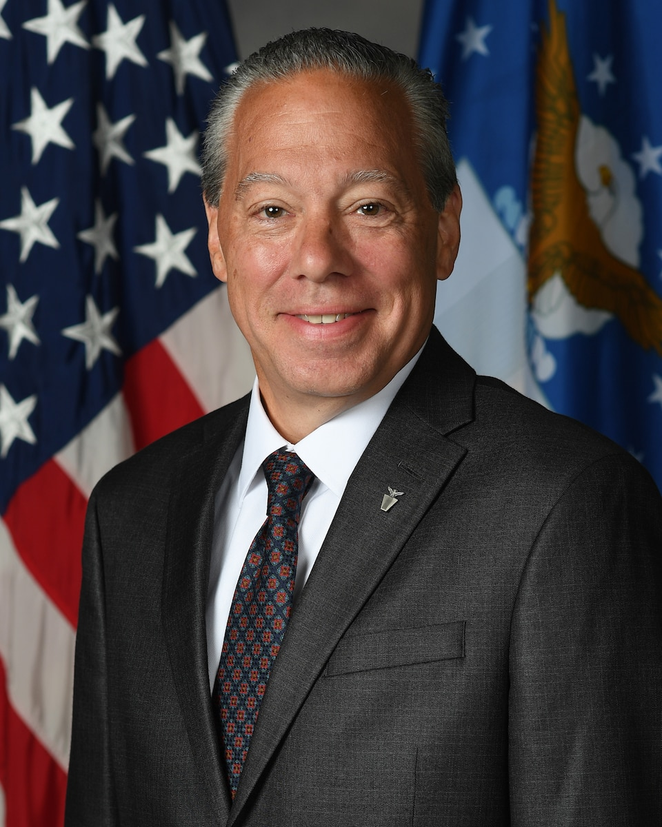 This is the official portrait of Thomas M. Fischer.