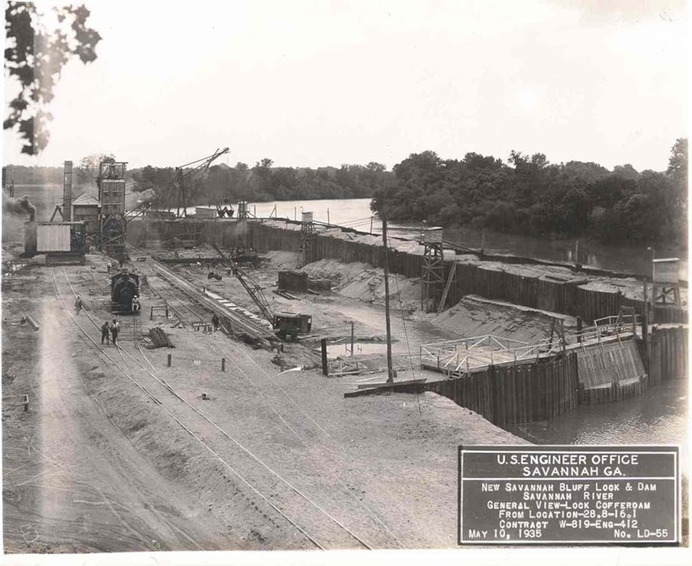 The first completed coffer dam was located on the Georgia side of the river. Workers built the lock on the relatively dry ground inside this coffer dam, 1935.