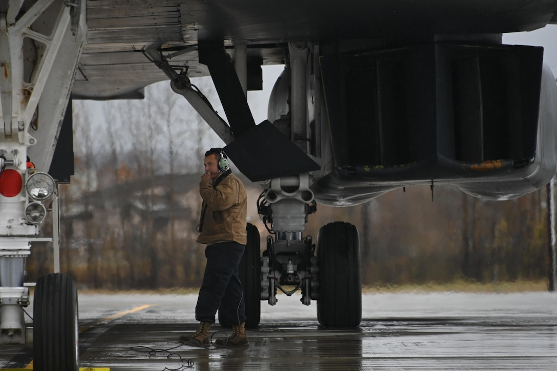 Photo of Airman standing by a B-1 Lancer