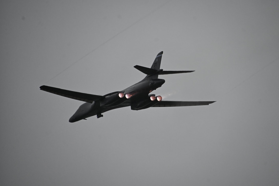 Photo of a B-1 Lancer taking off.