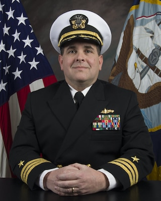 Official photo of Cmdr. Barry McCulloch