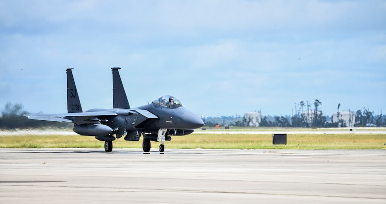 A U.S. Air Force F-15E Strike Eagle piloted by U.S. Air Force Gen. Mark Kelly, commander of Air Combat Command, taxis at Tyndall Air Force Base, Florida, Sept. 28, 2020. Kelly arrived at Tyndall to tour and discuss the ongoing rebuild and future plans for the base. (U.S. Air Force photo by Senior Airman Stefan Alvarez)